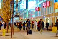 Shoppers_on_Dundas_near_Yonge